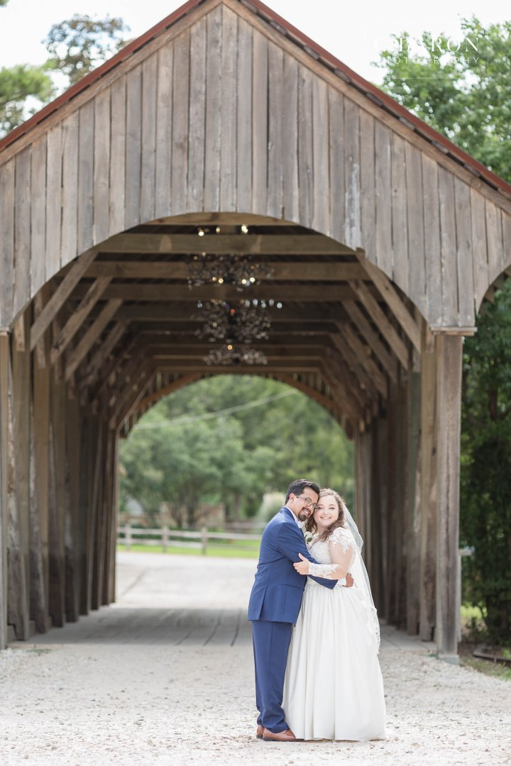 Pretty summer Big Sky Barn Wedding in Montgomery Texas near Lake
